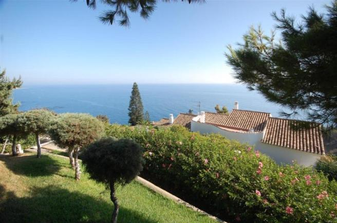 Private Garden with fabulous sea views