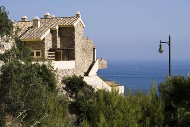House is walking distance to beach & restaurants