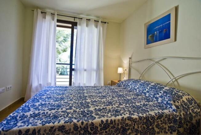 Main bedroom has ensuite bath, terrace & sea view