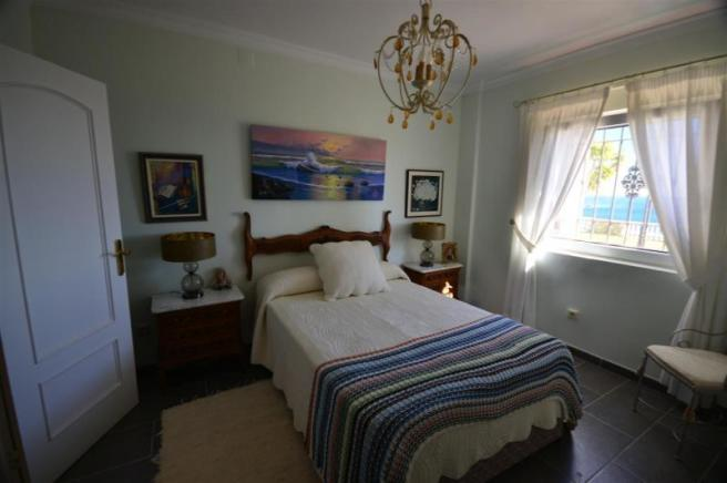 Bedroom 3 with sea view