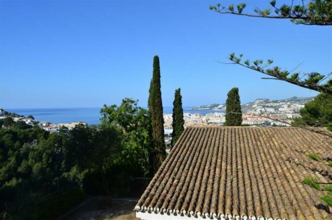 Villa for sale in Almuñecar with great sea view