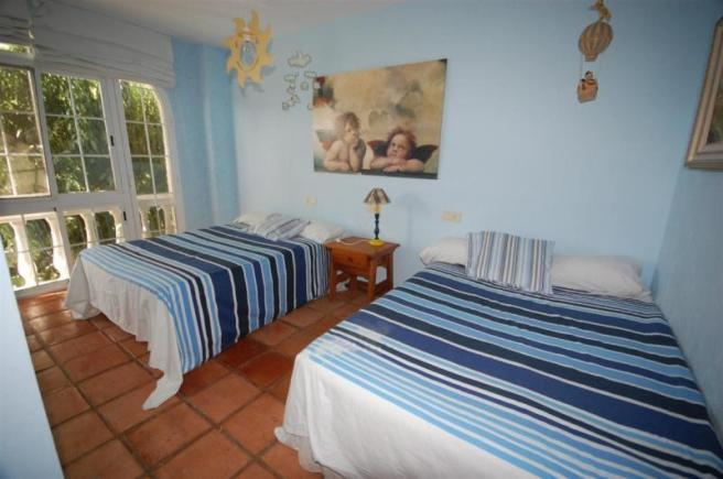 Very large bedroom on lower level, 2 double beds