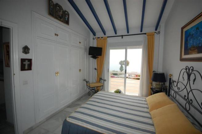 Sea views & access to terrace from main bedroom