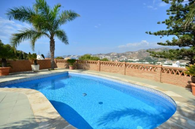 From the pool you can enjoy great sea views