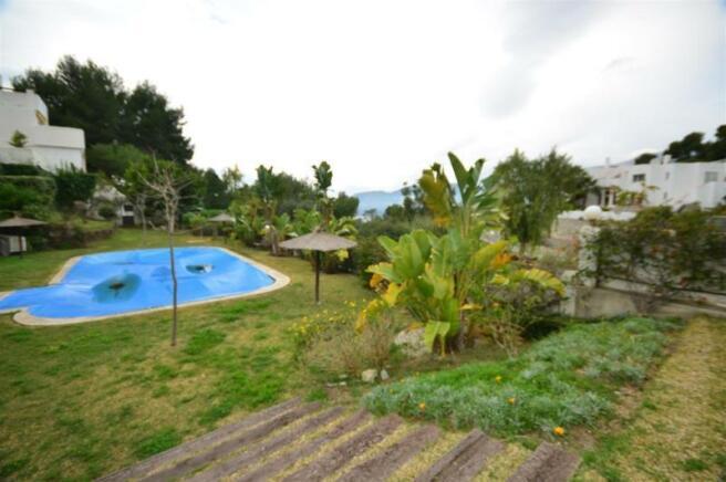 Communal facilities - pool, padel & 2500 m2 garden