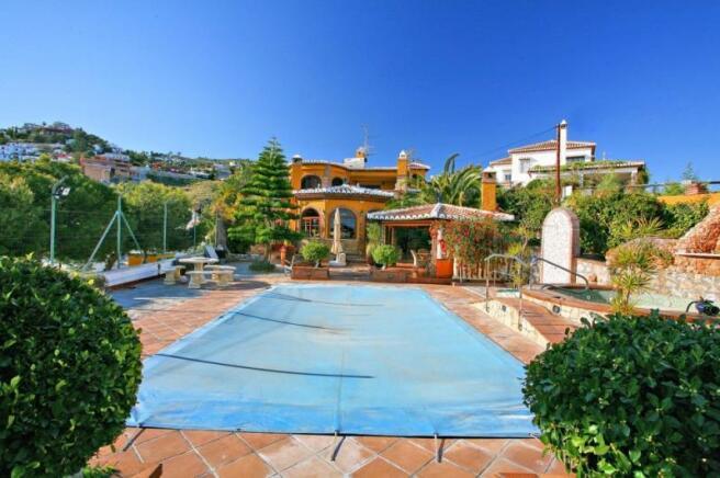 Villa for sale in Salobreña with private pool
