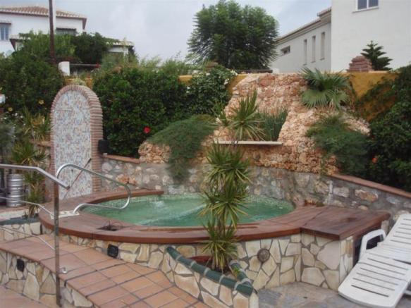 Pretty jacuzzi area with natural rock cascade
