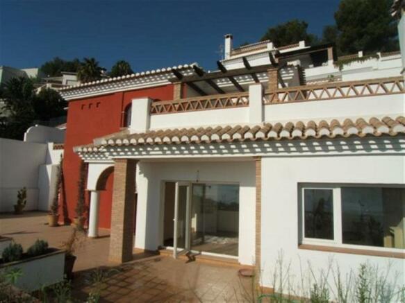 New Spanish villa 5 mins from beach in Almunecar