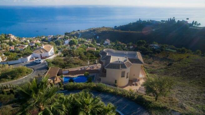 Villa for sale in Salobreña