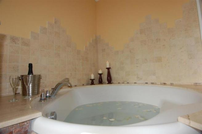 Large tub to relax in in the main bathroom