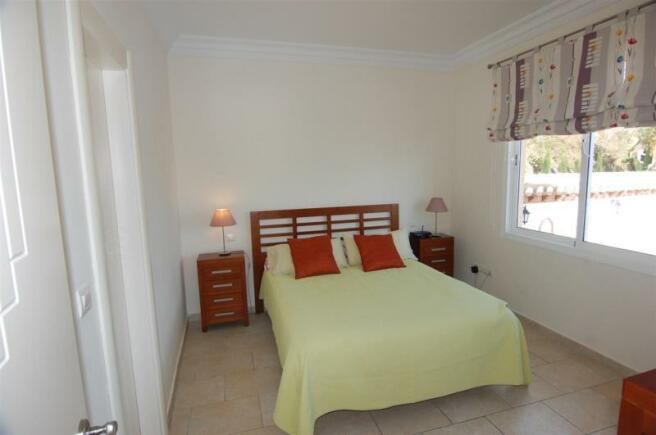 Downstairs bedroom has ensuite bath & sea views