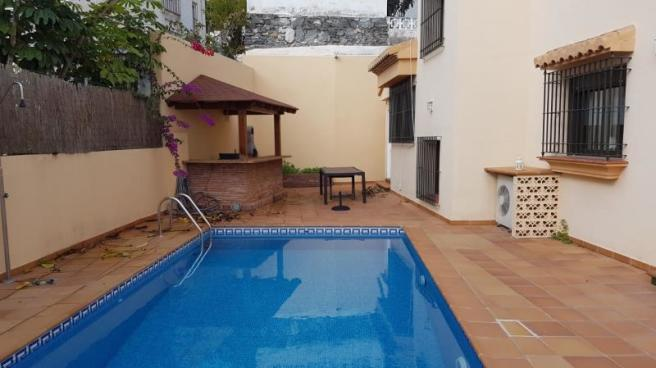 Pool terrace with summer kitchen