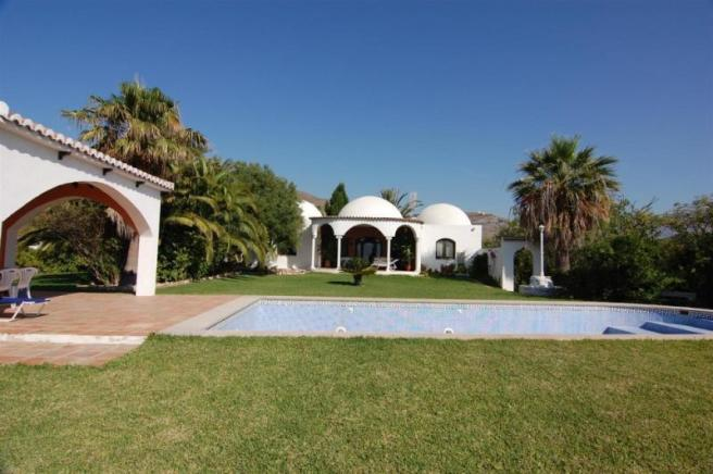 Stunning villa in a very private location
