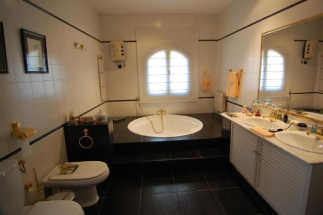 Enormous, luxurious main bathroom