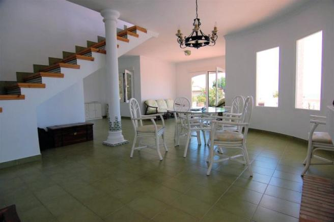 There´s a 2nd sitting room behind the dining area