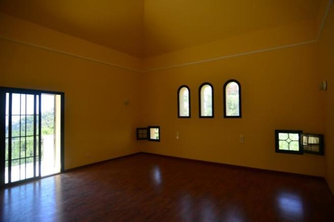 Vaulted ceilings and many special details