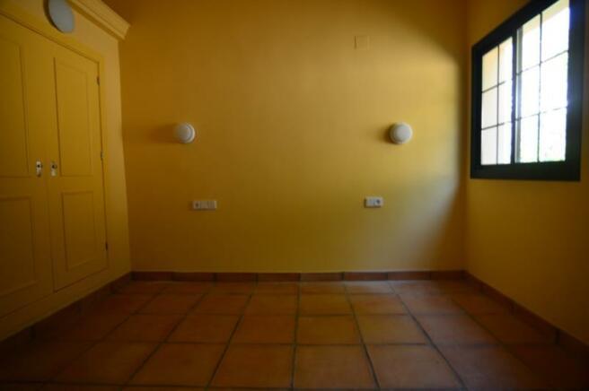 Large bedroom 4