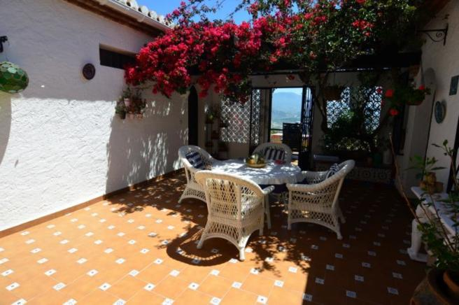 Enjoy your siesta in this Andalusian patio