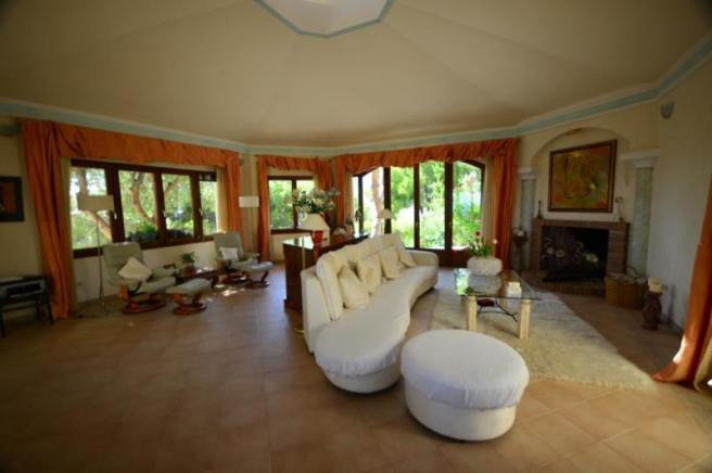 Lounge w/ vaulted ceilings & access to 2 terraces