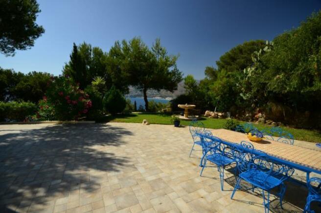 Lovely ´back´ terrace off of lounge & main bedroom
