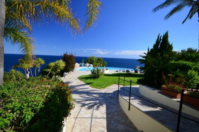 You´ll love this tropical paradise in La Herradura