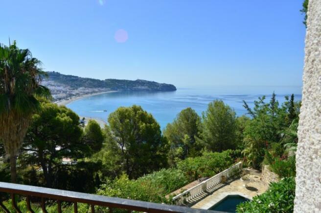 Sea view in this villa for sale in La Herradura