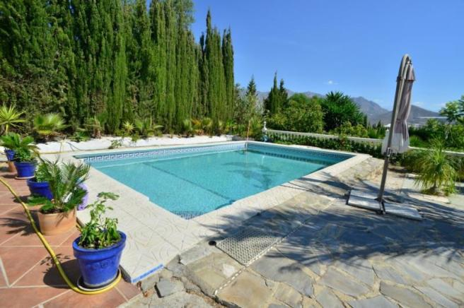 House with pool for sale in Salobrena