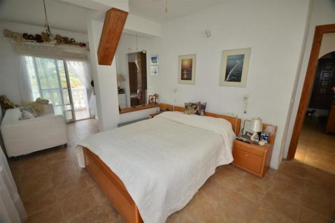 Main bedroom w/ ensuite & terrace with plunge pool