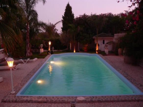 Enjoy summer nights by the pool!