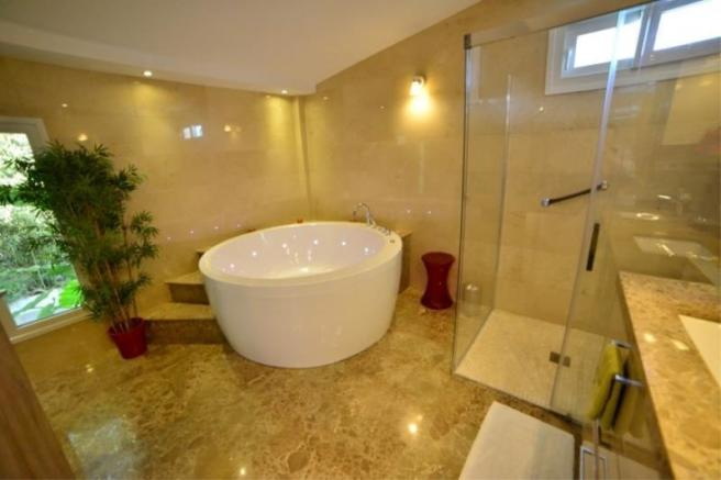Ensuite of main bedroom with jacuzzi tub & shower