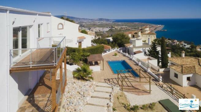 villa w/ outdoor kitchen on pool terrace