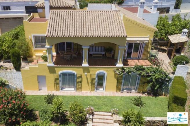 Well maintained 4 bedroom villa with mature garden