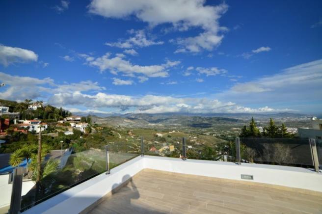 Large, sunny terrace with great views