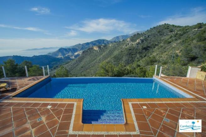 10 x 4 meter, infinity pool with roman steps