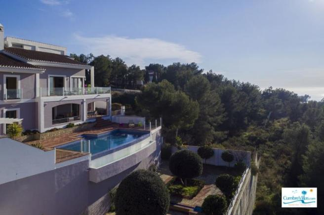 Luxury villa in natural park 10 minutes to beach