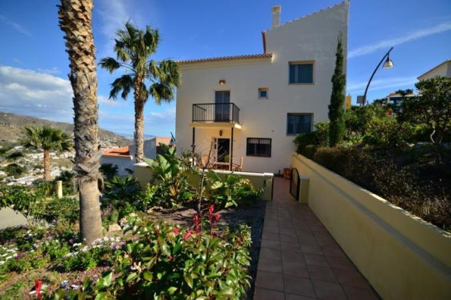 Nice townhouse with garden in Almunecar