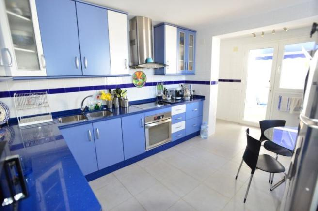 Modern style and fully fitted kitchen