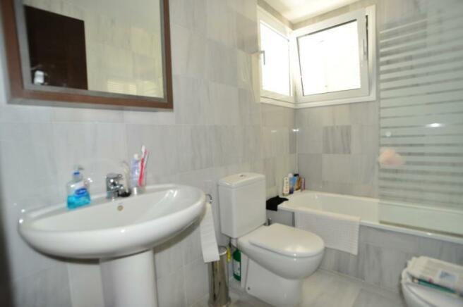 Ensuite bathroom of the main bedroom