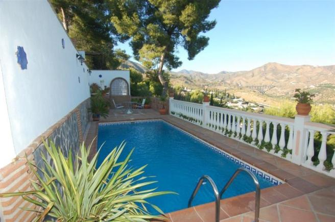 Private pool -not overlooked & with mountain views