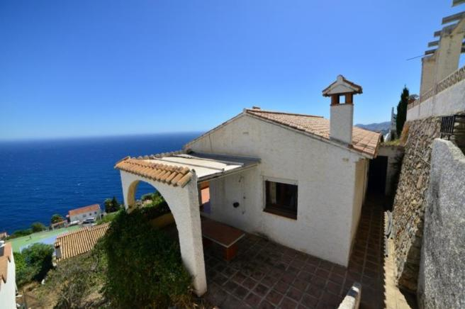 Andalucian style villa with enormous potential