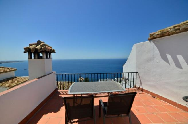 Nice roof terrace with lovely sea views