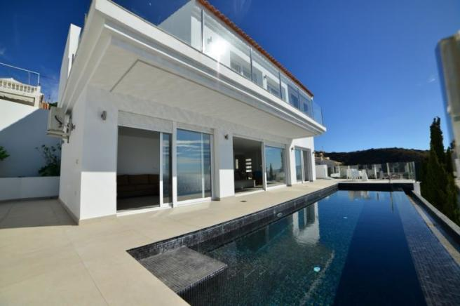 modern style villa with infinity pool & a/c