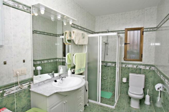 one bathrooom