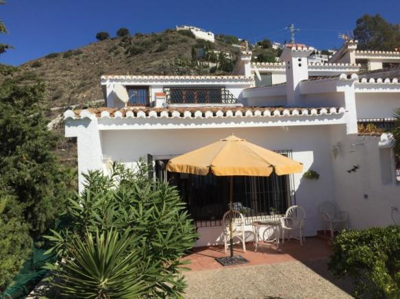 Andalusian townhouse walking distance to a beach