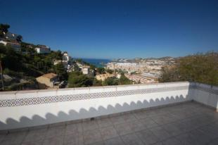 Sea view in this villa for sale in Costa Tropical