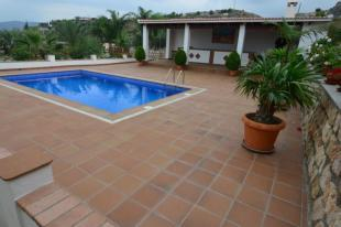 Come and enjoy this nice private pool