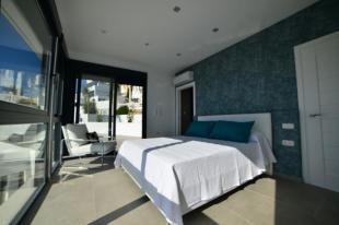 Main bedroom with sea view, en suite & terrace