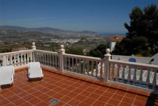 Roof top terrace with great views to Salobrena