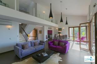 Stylish,open plan living area with vaulted ceiling