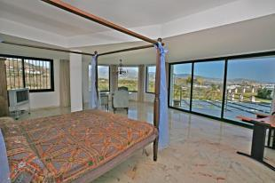 Enormous 90m2 main bedroom with fab views